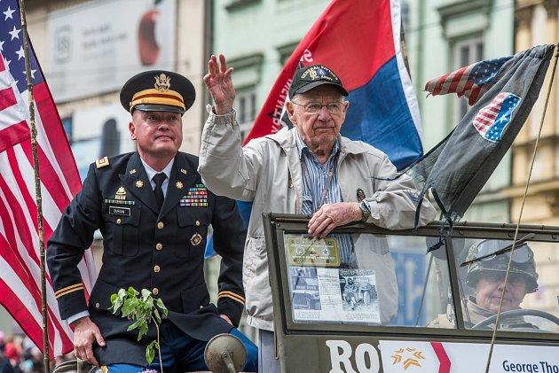 Loňský Convoy of Liberty. Na snímku je americký veterán George Thompson.