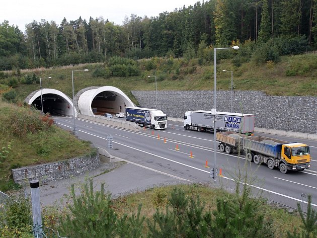 Jeden tubus tunelu pod Valíkem uzavřela údržba