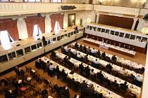 Přibližně šedesátka lidí z předsednictva regionů EU v těchto dnech v Měšťanské besedě jedná o evropské politice a unijních dotacích po roce 2013
