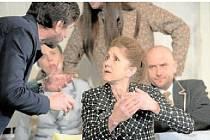 Jana Kubátová jako paní Frolová při zkouškách hry Každý má svou pravdu, jež má dnes večer premiéru ve Velkém divadle v Plzni.