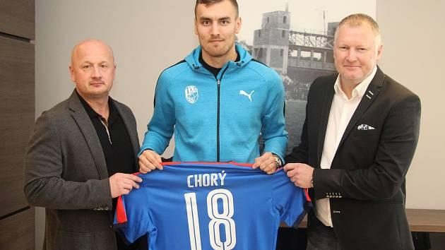 Tomáš Chorý (uprostřed)