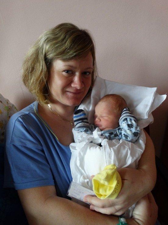 Jakub Nosek se narodil 1.3. v 9:24 mamince Lucii a tatínkovi Danielovi. Po příchodu na svět vážil bráška Honzíka 3330 gramů a měřil 51 cm