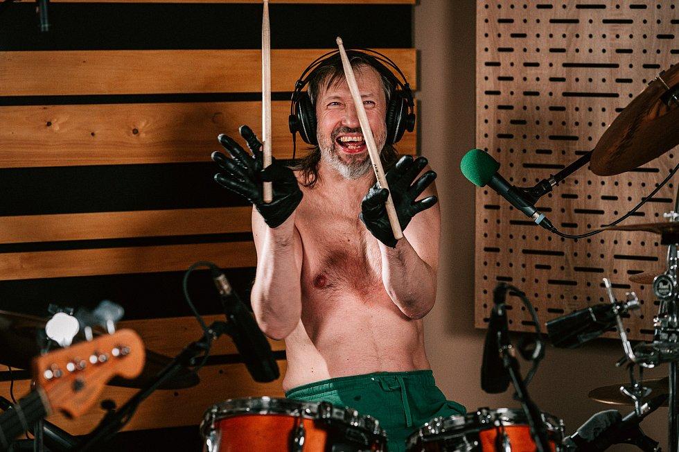 Caine z kapely Znouzectnost.