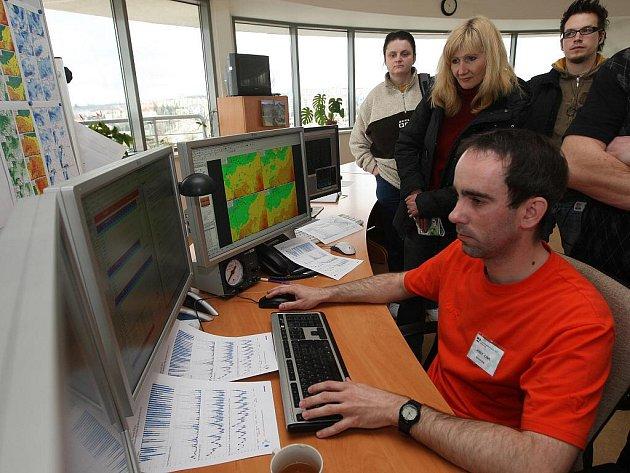 Den otevřených dveří se v sobotu konal na pracovišti Českého hydrometorologického ústavu v Plzni na Mikulce. Návštěvníci tak mohli nahlédnout pod pokličku práce těch, kteří předpovídají počasí.