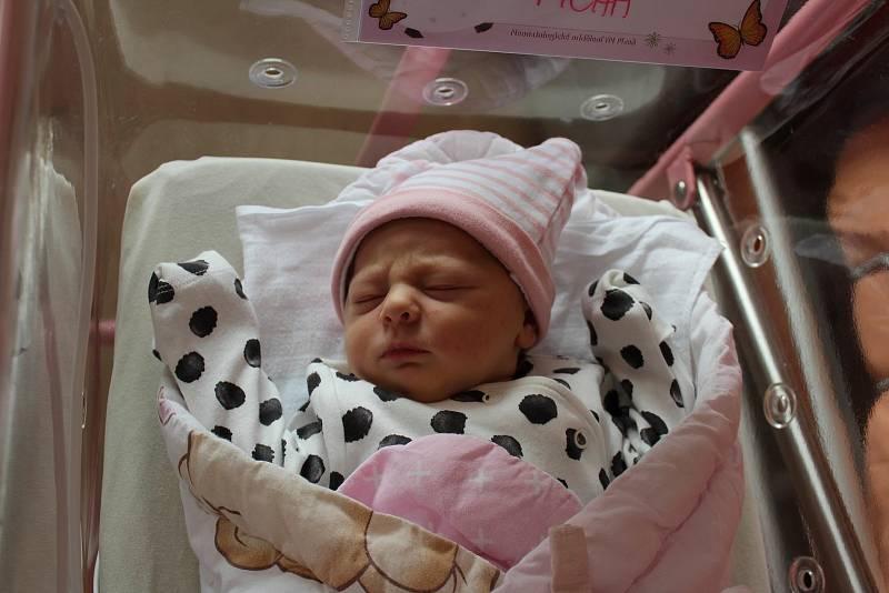 Emma Tichá (3480 g, 50 cm) se narodila 14. září 2021 v 10:34 hodin v plzeňské fakultní nemocnici. Maminka Klára a tatínek Petr z Draženě přivítali očekávanou prvorozenou dceru společně.