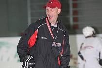 Renomovaný zámořský kouč Sean Skinner dorazil do Plzně, kde pod záštitou hokejové agentury IHA Surpass vedl kemp pro děti a mládež. Kouč, který působil u řady týmů NHL nebo pracoval pro hokejové federace Kanady, Ruska či Švédska, si přístup mladých hokeji