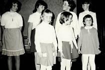 Besídka k Mezinárodnímu dni žen, kterou pořádala tehdejší organizace Československého červeného kříže. Snímek je z roku 1985.