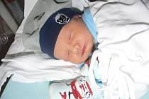 Samuel (3,48 kg, 51 cm) se narodil 17. října v9.59 hod. ve FN vPlzni jako prvorozený syn Petry a Jana Vachouškových zTymákova. Novopečený tatínek si nenechal narození svého syna ujít