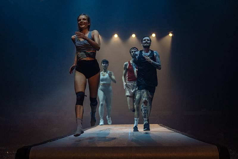 Čtyřiašedesát představení od souborů ze sedmi zemí uvede v Plzni od 15. do 23. září 29. ročník mezinárodního festivalu Divadlo. Cirk La Putyka představí novou inscenaci Runners.