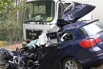 Tragická nehoda osobního auta a kamionu u Vysoké Libyně