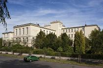 Budovu  Jubilejního okresního dětského domova (dnešního Procháskova ústavu Lékařské fakulty Univerzity Karlovy v Plzni ) navrhli architekti Bohumil Chvojka a Rudolf Černý.  Stavitelem byl  František Němec starší. S pracemi začali v roce 1928
