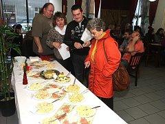 Soutěž o nejlepší bramborový salát v restauraci Na Kosině v Přešticích