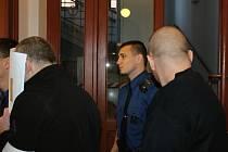 Obžalovaný Rus Fjodors Ivanovs skrýval před objektivem svou tvář.