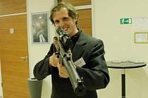 Tomáš Vrba z Masarykovy univerzity vytvořil vlastní samopal na airsoftové kuličky