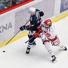 Semifinále play off hokejové extraligy - 5. zápas: HC Oceláři Třinec - HC Škoda Plzeň, 11. dubna 2019 v Třinci. Na snímku (zleva) Václav Nedorost, Ethan Werek.