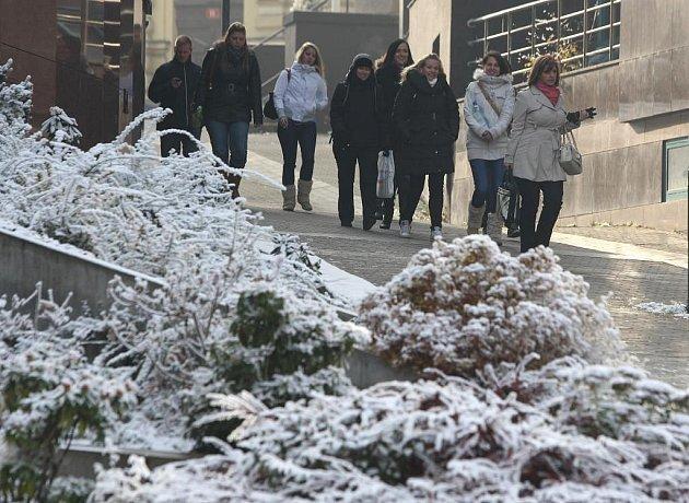 Průmyslový sníh v plzeňských ulicích