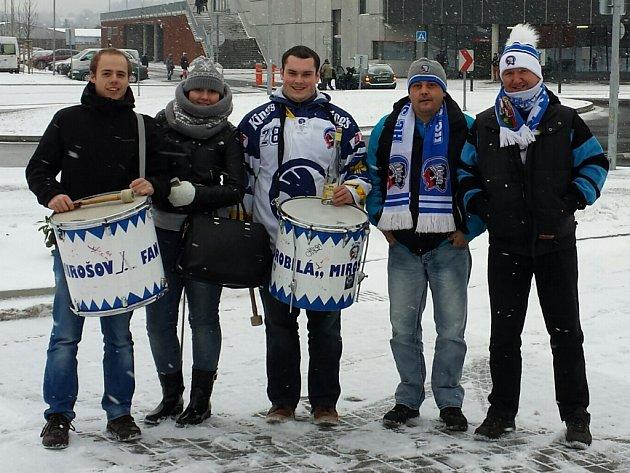 Mirošováci fandí Plzni. Zleva: Martin Mošna, Petra Hrabyková, Tomáš Šmíd, Michal Forejt, Vladimír Vaindl