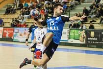 PROSADIL SE. Nejčerstvější plzeňská posila Milan Ivancev (s míčem) nastoupil do utkání proti Litovli v základní sestavě a na vysokém vítězství se podílel dvěma brankami.