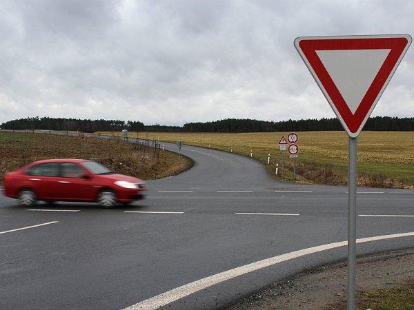 Křižovatka uDiany mezi Třemošnou a Horní Břízou