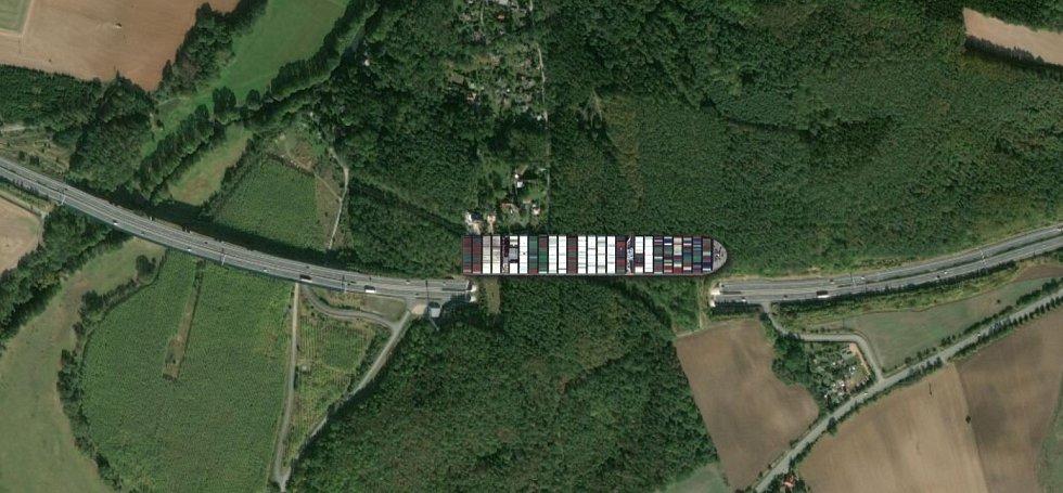 Ever Given vedle dálničního tunelu Valík u Plzně.