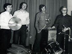 Oxfordi, obnovená sestava z roku 1970. Zleva Franta Bílek, Ludvík Joe Chlup, Petr Kříž a Pavel Kříž
