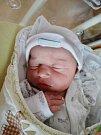 Amálie Hyťhová se narodila 26. dubna ve 22:22 mamince Kláře a tatínkovi Martinovi ze Stříbra. Po příchodu na svět v plzeňské FN vážila sestřička tříleté Julinky 2970 gramů a měřila 51 centimetrů
