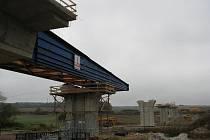 Den otevřených dveří na stavbě mostu třemošenského obchvatu