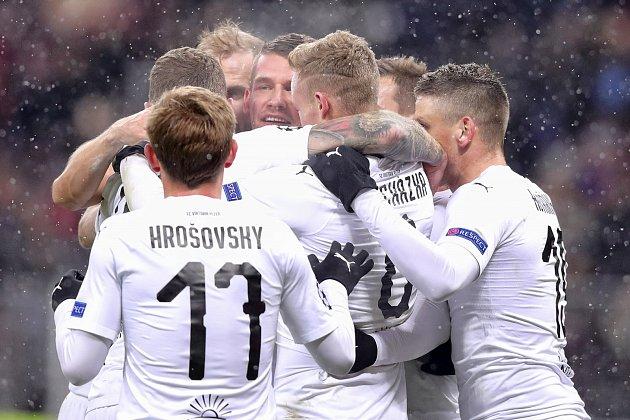 Lukáš Hejda (uprostřed) vstřelil vítězný gól v utkání Ligy mistrů s CSKA Moskva.