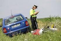 Nehoda motorky a osobního auta u Přeštic