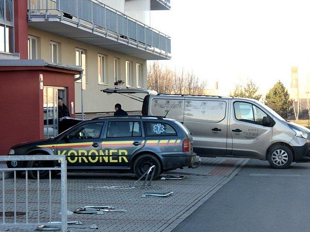 Mrtvý muž byl nalezen v bytě v Goldscheiderově ulici v Plzni.