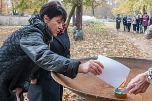 Plzeň nabízí nový způsob pohřbívání. Na ústředním hřbitově lze ostatky uložit ke kořenům.