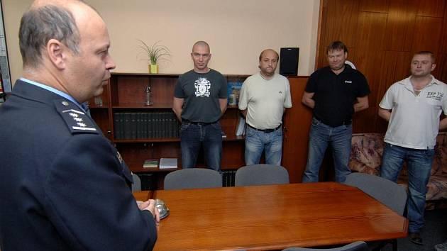 Šéf plzeňských policistů Luboš berka včera poděkoval těm, kteří zadrželi nebezpečného únosce. Neminula je ani finanční odměna