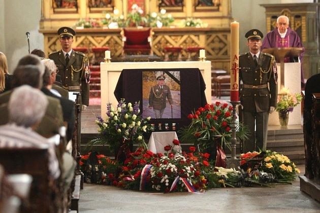 Pondělní mše v katedrále sv. Bartoloměje uctila památku Otakara Lichtenberga