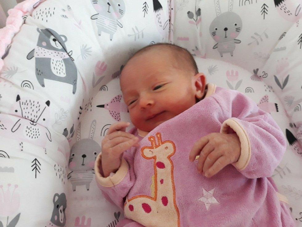 Nela Příhodová z Velhartic se narodila v klatovské porodnici 28. března v 8:32 hodin (49 cm, 2830 g) rodičům Martině a Davidovi. Na malou sestřičku se doma těšila tříletá Ema.