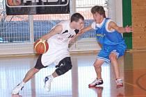 Výhody domácího prostředí nedokázali využít v zápase druhé ligy mužů basketbalisté TJ Klatovy A, kteří na palubovce haly v Čapkově ulici podlehli  Baníku Most  65:82