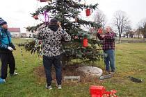 Rozsvícení vánočního stromu v Úhercích