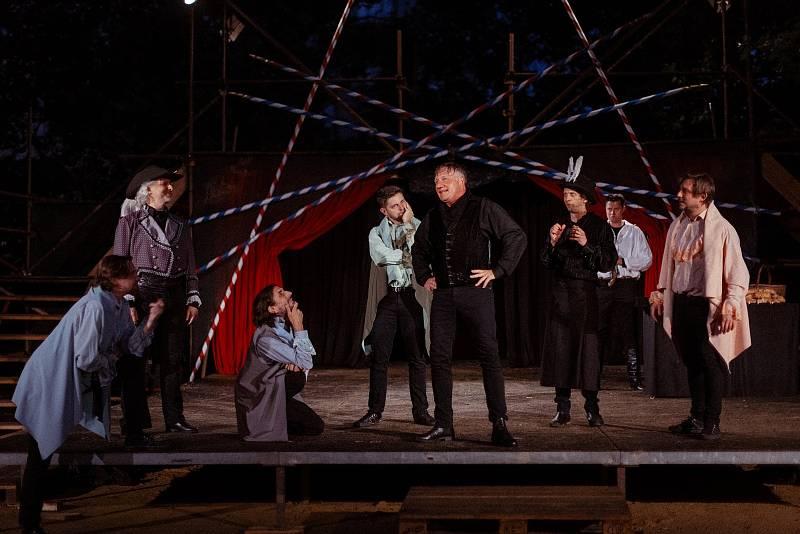 Z představení Cyrano na Divadelním létě pod plzeňským nebem.