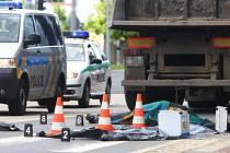 Tragická nehoda v Plzni na Světovaru. Kamion srazil chodce, který na místě zemřel