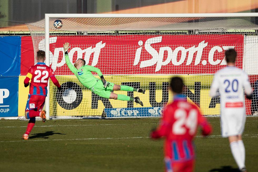 Druhý gól inkasoval plzeňský brankář Jindřich Staněk po parádní ráně Michala Škody do šibenice.