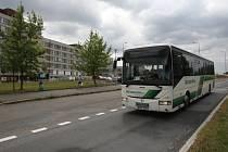 Některé vozy ČSAD autobusů Plzeň teď mají konečnou u fakultní nemocnice.