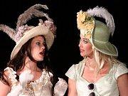 Kristýna Leichtová a  Jana Bernášková v roce 2011 na Divadelním létě pod plzeňským nebem ve hře Marná lásky snaha.