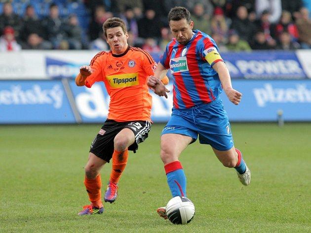 Fotbalisté mistrovské Viktorie Plzeň včera podlehli na svém trávníku Olomouci 0:4. K úspěchu nepomohla ani snaha kapitána Pavla Horvátha (vpravo)