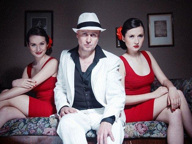 Mr. Elastik a Hot Sisters
