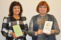 Ukázky ze šesté sbírky básní recitovala autorka Vlasta Špinková (vlevo).