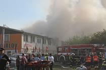 Rozsáhlý požár ubytovny v Plzni na Karlově.