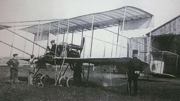 Před 110 lety se Malesice staly dějištěm první úspěšné aviatické show na českém území.