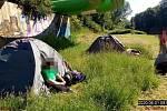 Strážníci našli mezi bezdomovci nezletilou dívku.