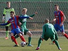 Starší dorostenci Viktorie Plzeň (v pruhovaném) nestačili v úvodním jarním ligovém kole na celek MFK Karviná 1:3.