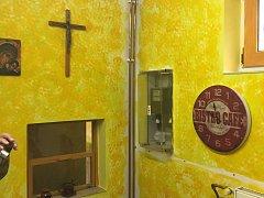 Z objektu WC je naslouchárna Betlehem