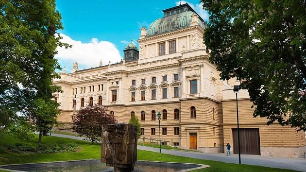 Budova Divadla J. K. Tyla v Plzni.